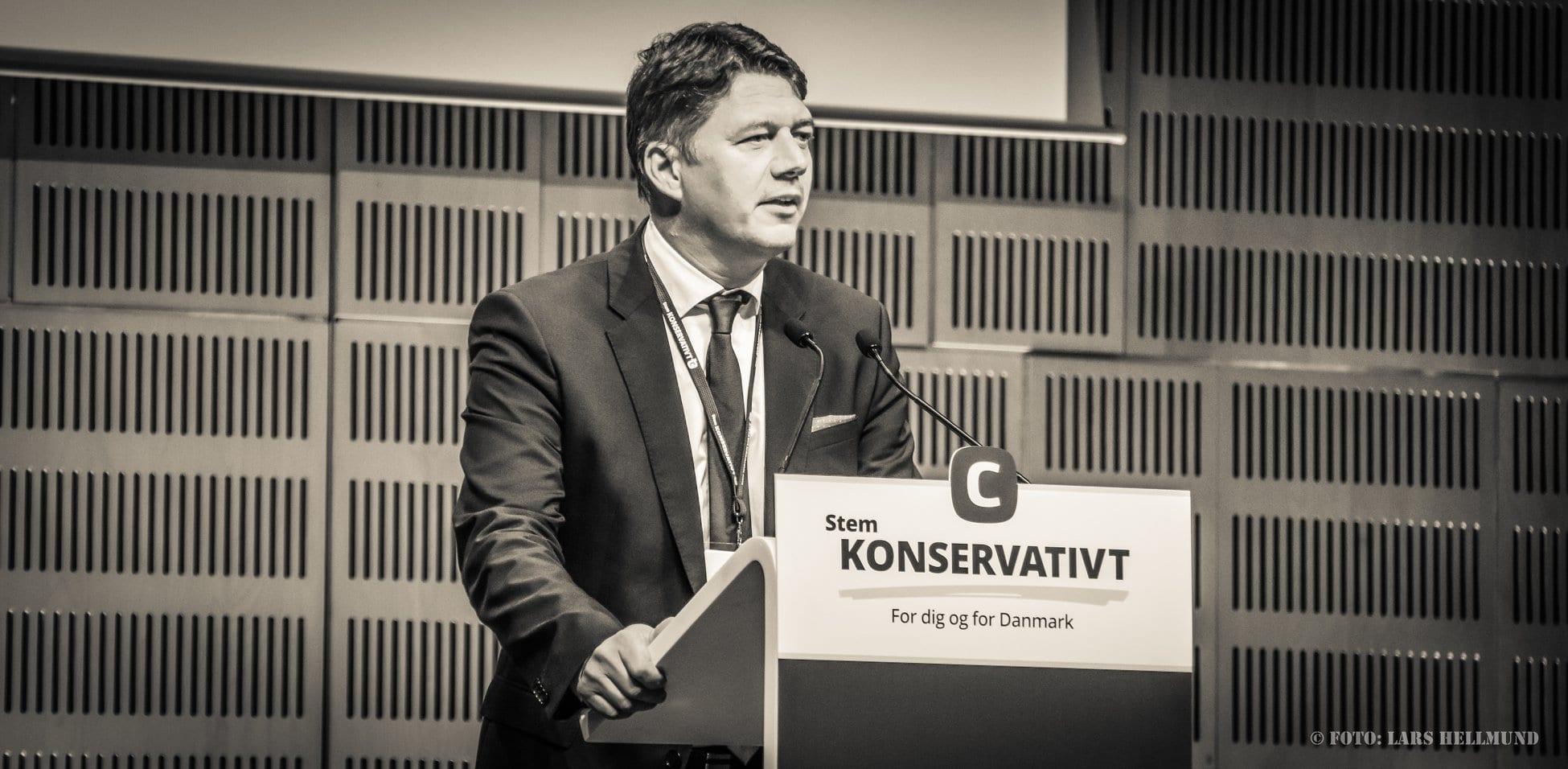 Morten Thiesen på landsrådets talerstol